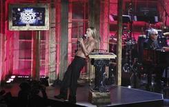 <p>15 marzo 2010. Iggy Pop durante la sua performance alla Rock and Roll Hall of Hame. REUTERS/Lucas Jackson</p>