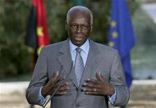<p>Angola's President Jose Eduardo dos Santos talks to journalists after a signature agreement ceremony held at Sao Bento Palace in Lisbon, Portugal, March 11, 2009. REUTERS/Hugo Correia</p>