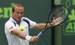 <p>O tenista belga Olivier Rochus conseguiu eliminar o ex-campeão e número dois do mundo Novak Djokovic do Masters de Miami. 26/03/2010 REUTERS/Andrew Innerarity</p>