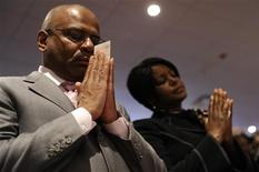 <p>Parishioners hold their offering envelopes and say a pray of thanks for their life's blessings during a Sunday morning worship service at Ebenezer AME Church in Fort Washington, Maryland, March 28, 2010. REUTERS/Jonathan Ernst</p>