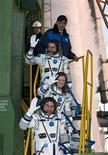 <p>L'equipaggio della Stazione spaziale internazionale:l'americana Tracy Caldwell Dyson e i russi Alexander Skvortsov e Mikhail Kornienko REUTERS/NASA/Carla Cioffi</p>