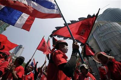 Thai protesters swarm Bangkok shopping district