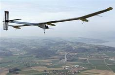 <p>German test pilot Markus Scherdel steers the solar-powered Solar Impulse HB-SIA prototype airplane during his first flight over Payerne April 7, 2010. REUTERS/Christian Hartmann</p>