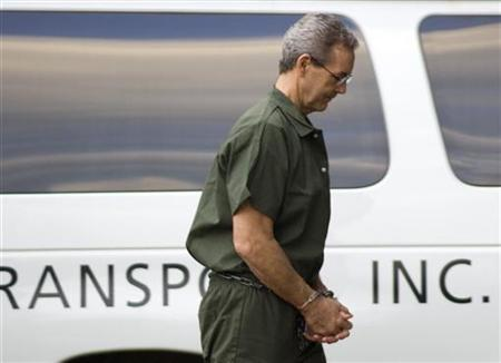 Allen Stanford arrives at federal court in Houston wearing handcuffs and leg irons, October 14, 2009. REUTERS/Richard Carson