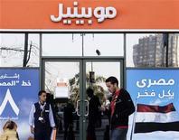 <p>Une agence Mobinil dans le centre du Caire. Orascom Telecom annonce avoir trouvé un accord avec France Télécom concernant leur différend sur Mobinil. /Photo prise le 14 janvier 2010/REUTERS/Tarek Mostafa</p>