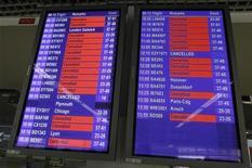 <p>На дисплее аэропорта в Манчестере высвечиваются отмененные рейсы 15 апреля 2010 года. Расписание большинства британских аэропортов было нарушено, а сотни рейсов отменены из-за гигантского облака пепла, выброшенного вулканом в Исландии и накрывшего территорию страны. REUTERS/Phil Noble</p>