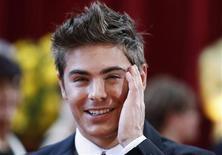 """<p>Ator Zac Efron chega à 82a edição dos Oscars em Hollywood. O ator de """"High School Musical"""" interpretará um traficante de drogas na refilmagem de """"Snabba Cash"""", um filme de suspense sueco. 07/04/2010 REUTERS/Lucas Jackson</p>"""