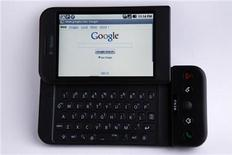 <p>Telefono Google in foto d'archivio. REUTERS/Mike Blake</p>
