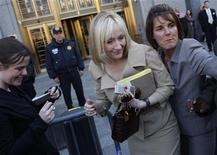 <p>J.K. Rowling in foto d'archivio. REUTERS/Joshua Lott</p>