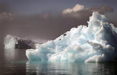 Icebergs float in a fjord near the south Greenland town of Narsaq July 28, 2009. REUTERS/Bob Strong