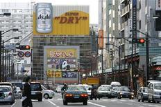 <p>Уличное движение в Токио 1 декабря 2008 года. Японские автошколы предлагают все новые услуги, чтобы привлечь постоянно уменьшающееся число клиентов. REUTERS/Stringer</p>