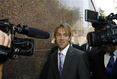<p>Larry Birkhead, former boyfriend of late actress Anna Nicole Smith, leaves the Los Angeles Superior Court in Los Angeles June 19, 2007. REUTERS/Mario Anzuoni</p>