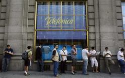 <p>Le bénéfice net de Telefonica a atteint 1,66 milliard d'euros pour le premier trimestre alors que les analystes interrogés par Reuters attendaient en moyenne 1,73 milliard. /Photo d'archives/REUTERS/Susana Vera</p>