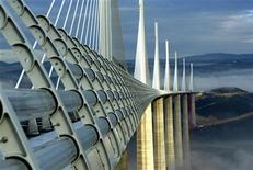 <p>The Millau Viaduct, designed by the English architect Lord Norman Foster, crosses the valley of the river Tarn in Millau, December 9, 2004. REUTERS/Jean-Philippe Arles</p>