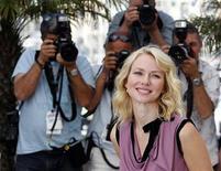 """<p>Actriz Naomi Watts posa durante la presentación de la película """"Fair Game"""", en competencia en el Festival de Cine de Cannes. Mayo 20 2010. """"Fair Game"""" cuenta la historia real de la agente de la CIA Valerie Plame, centrándose en cómo el escándalo en el que se desveló su trabajo casi le cuesta el matrimonio y algunas amistades y puso en peligro la vida de gente que había ayudado a Estados Unidos. REUTERS/Christian Hartmann</p>"""
