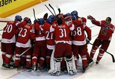 <p>The players of the Czech Republic celebrate after their victory over Finland in their Ice Hockey World Championships match in Cologne May 20, 2010. REUTERS/Grigory Dukor</p>