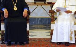 <p>Pope Benedict XVI and the Orthodox archbishop of Cyprus, Chrysostomos II (L), meet at the Vatican June 16, 2007. REUTERS/Chris Helgren</p>