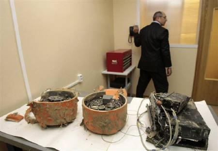 Flight recorders from the crashed TU-154 Polish military plane are displayed at a laboratory of the Intergovernmental Aircraft Committee in Moscow May 31, 2010. REUTERS/Alexander Natruskin