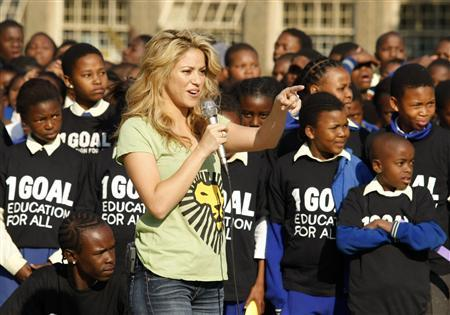 Colombian pop star Shakira speaks to school children at the Isu'lihle primary school in Soweto, June 9, 2010. REUTERS/Howard Burditt
