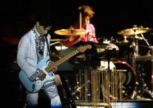 <p>Prince performs at the Coachella Music Festival in Indio, California in this April 26, 2008 file photo. REUTERS/Mario Anzuoni</p>