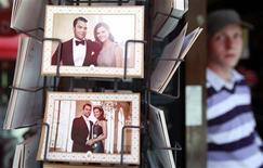 <p>Postcards commemorating the upcoming marriage of Sweden's Crown Princess Victoria and her fiance Daniel Westling are on display in a shop in front of the Stockholm Cathedral is in Gamla Stan, or the Old Town district of Stockholm June 16, 2010. REUTERS/Fabrizio Bensch</p>