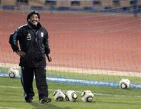 <p>Técnico da Argentina Diego Maradona voltou a defender o atacante Lionel Messi que, apesar do bom desempenho na Copa, ainda não marcou gols. REUTERS/Enrique Marcarian</p>