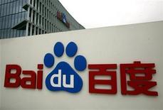<p>Foto de archivo del logo de portal de internet chino Baidu Inc en su casa matriz en Pekín, mar 24 2010. Baidu Inc anticipó sólo ganancias marginales si China expulsa a su rival Google Inc del mercado de búsquedas, y dijo que apuesta, en cambio, a una rápida adopción de la web en el país, dijo el jueves la presidenta financiera de la firma. REUTERS/David Gray</p>