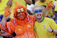 <p>Netherlands and Brazil soccer fans cheer before the start of the 2010 World Cup quarter-final soccer match between Netherlands and Brazil in Port Elizabeth July 2, 2010. REUTERS/Michael Kooren</p>