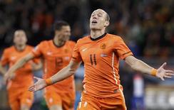 <p>Arjen Robben, da Holanda, comemora gol em vitória por 3 x 2 sobre o Uruguai. REUTERS/Paulo Whitaker</p>