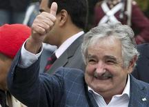 <p>Presidente uruguaio, José Mujica, durante Panteão nacional em Caracas em abril. Mujica disse na terça-feira que a seleção de seu país caiu com dignidade na semifinal da Copa do Mundo 07/04/2010 REUTERS/Carlos Garcia Rawlins/Arquivo</p>