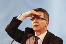 <p>Министр внутренних дел Германии Томас де Мезьер во время пресс-конференции в Берлине 17 мая 2010 года. Автомобиль министра внутренних дел Германии Томаса де Мезьера была угнана, но затем найдена полицией в городе Дрезден, сообщил представитель правоохранительных органов в четверг. REUTERS/Tobias Schwarz</p>