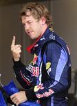 <p>O piloto alemão Sebastian Vettel após garantir a pole position para o Grande Prêmio da Inglaterra em Silverstone, 10 de julho de 2010. REUTERS/Nigel Roddis</p>