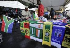 <p>Street vendors sells flags and scarves ahead of the 2010 FIFA World Cup, in Cape Town June 8, 2010. REUTERS/Denis Balibouse</p>