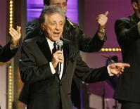 <p>Singer Frankie Valli performs at the UNICEF Ball honoring producer Jerry Weintraub in Beverly Hills, California December 10, 2009. REUTERS/Fred Prouser</p>