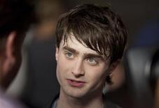 """<p>Daniel Radcliffe na inauguração do parque temático de Harry Potter no Universal Studio Resort de Orlando. O jovem ator será o protagonista da adaptação cinematográfica do romance de Susan Hill """"The Woman in Black"""". 16/07/2010 REUTERS/Scott Audette</p>"""