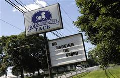<p>A message is seen on a sign at Rhinebeck tack, a horse riding equipment shop in Rhinebeck, New York July 26, 2010. REUTERS/Mike Segar</p>