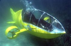 <p>Stephane Rousson, chief designer of the Scubster submarine, a pedal-powered personal wet sub, is seen underwater during testing in Villefranche sur Mer, southeastern France, July 28, 2010. REUTERS/Eric Gaillard</p>