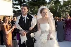<p>Chelsea Clinton walks with Marc Mezvinsky after their wedding ceremony at Astor Court in Rhinebeck, New York July 31, 2010. REUTERS/Manio Photography/Handout</p>