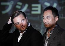 """<p>Актеры Леонардо ДиКаприо (слева) и Кэн Ватанабэ на пресс-конференции, посвященной выходу картины """"Начало"""" в Токио 21 июля 2010 года. Фантастический фильм """"Начало"""" с Леонардо ДиКаприо третью неделю подряд удерживает лидерство по сборам в северо-американском кинопрокате и смог заработать больше """"Истории игрушек 3"""" в мировом прокате за минувшие выходные. REUTERS/Toru Hanai</p>"""