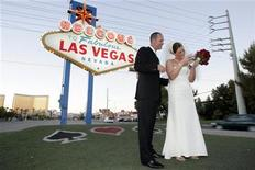 <p>Newlyweds Nathan and Kara Henry of Nashville, Tennessee, look at photos on a digital camera after getting married in Las Vegas, Nevada, on August 7, 2006. REUTERS/Las Vegas Sun/Steve Marcus</p>