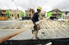 <p>A construction worker works on building new homes in Calgary, Alberta, May 31, 2010. REUTERS/Todd Korol</p>