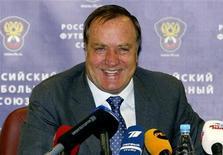 <p>Новый тренер сборной России по футболу Дик Адвокат на пресс-конференции в Москве 18 мая 2010 года. Сборная России поднялась с 17-го на 16-е место в рейтинге ФИФА, свидетельствуют обновленная версия документа. REUTERS/Sergei Dronyaev</p>