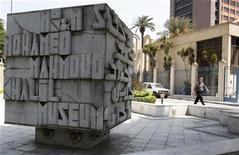 """<p>Museu de Arte Moderna Mahmud Khalil, no Cairo. O quadro conhecido como """"Flor de Papoula"""", de Van Gogh, foi furtado do museu no sábado. 23/08/2010 REUTERS/Asmaa Waguih</p>"""