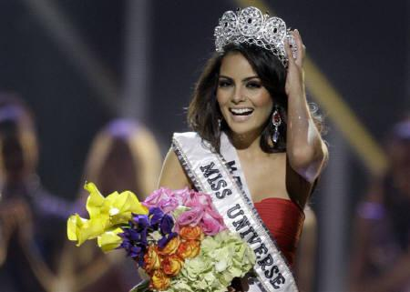 Miss Mexico Jimena Navarrete reacts after being crowned Miss Universe 2010 during the Miss Universe pageant at the Mandalay Bay Events Center in Las Vegas, Nevada August 23, 2010. REUTERS/Steve Marcus