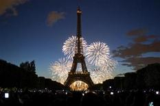 <p>The Eiffel Tower is illuminated during the traditional Bastille Day fireworks display in Paris, July 14, 2010. REUTERS/Gonzalo Fuentes</p>