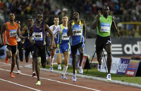 Kenya's David Rudisha (R) wins the men's 800m race at the Memorial Van Damme, IAAF Diamond League athletics final meet, in Brussels August 27, 2010. REUTERS/Sebastien Pirlet