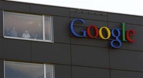 <p>Foto de archivo del logo de Google en el edificio de la compañía en Zurich. May 25, 2010. REUTERS/Arnd Wiegmann</p>