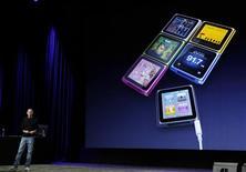 <p>Steve Jobs apresenta o novo iPod Nano em evento da Apple em San Francisco, Califórnia, 1o de setembro de 2010. REUTERS/Robert Galbraith</p>