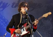 <p>Carl Barat of Britain's Dirty Pretty Things performs on stage during their concert at the Rock-en-Seine Festival in Saint-Cloud near Paris, August 28, 2008. REUTERS/Benoit Tessier</p>