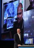 <p>El presidente ejecutivo de Intel, Paul Otellini, durante su presentación en el foro de desarrolladores de la compañía realizado en San Francisco, sep 13 2010. La próxima generación de procesadores de Intel Corp comenzará a venderse con fuerza a inicios del 2011, como parte de un ataque del mayor fabricante de chips del mundo al mercado gráfico especializado dominado por Advanced Micro Devices Inc y Nvidia Corp. REUTERS/Robert Galbraith</p>